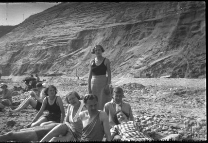 Unidentified group shot, at unidentified seaside location, c.1930s