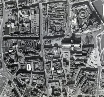1947 Aerial Photograph of Bath showing The Abbey, Stall Street and the distinctive shape of the Old City. Taken 12th April