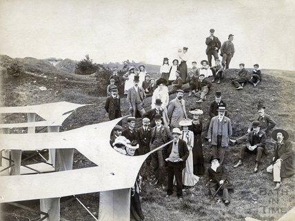 Experimental flight on Lansdown, 1902