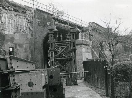 Half demolished railway bridge in Pulteney Road, 21 Feb 1975