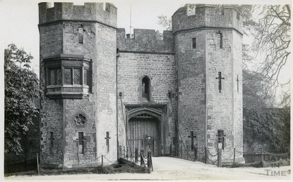 The drawbridge and gate of Bishop's Palace, Wells, c.1910s