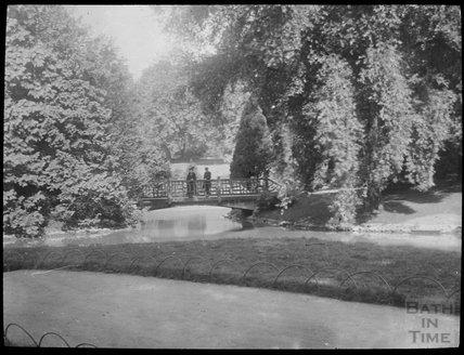 Royal Victoria Park couple on bridge over pond, c.1905