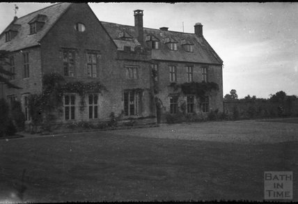 Rear of an unidentified house, 1932