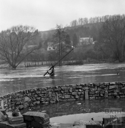 The flooded boat lift at Bathampton weir with perched seagull, 22 January 1971