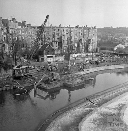 Work on the Flood Prevention scheme at Pulteney Weir, 23 December 1971