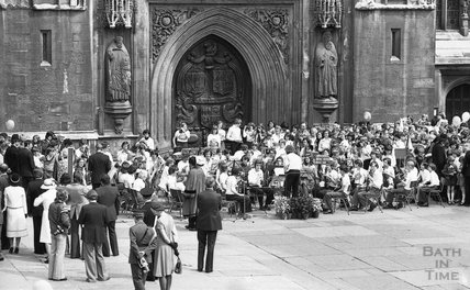 The band awaits the Queen outside Bath Abbey