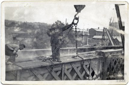 The refurbishment of the Midland Railway bridge, c.1920s