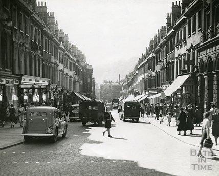 A busy Milsom Street, Bath in c.1940