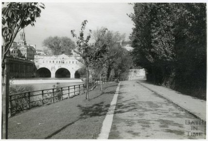 The riverbank looking towards Pulteney Bridge, 1953-55
