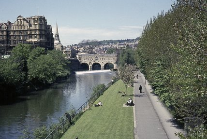 Pulteney Bridge and the riverside, 1964
