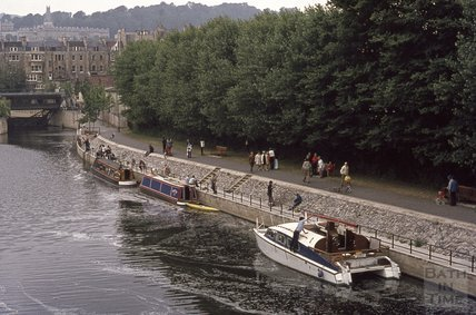 Boats and riverside, close to Pulteney Weir, 1974
