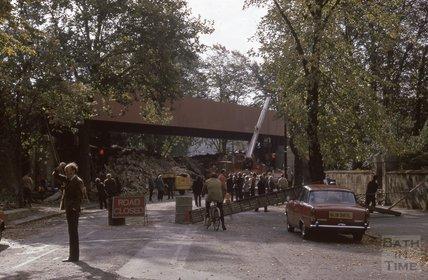 The new Railway Bridge, Pulteney Road, 1975