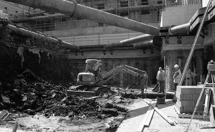 Digging the elevator shaft on the site of Thermae Bath Spa, 22 May 2001