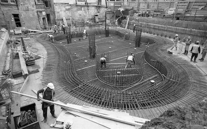 Concreting the base of the Minerva Bath at Thermae Bath Spa, 11 August 2001