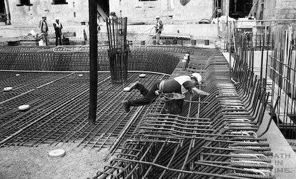 Fixing the steel reinforcing in the Minerva Bath, Thermae Bath Spa, 11 August 2001