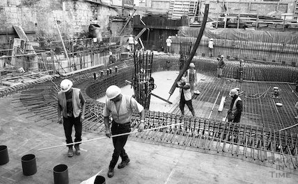 Pouring the concrete in the Minerva Bath, Thermae Bath Spa, 11 August 2001