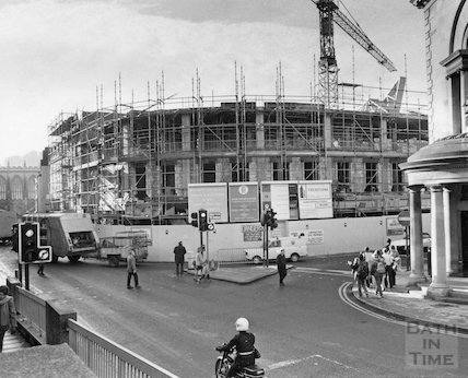The new Plummer Roddis Building under construction, New Bond Street, Bath, 21 November 1981