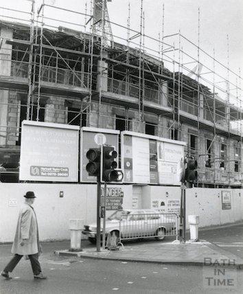 The new Plummer Roddis Building under construction, New Bond Street, Bath, 21 November 1981