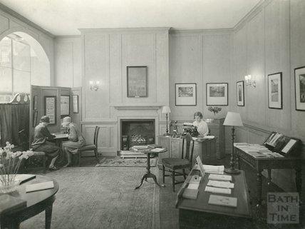 Information Bureau, Abbey Churchyard c.1930s