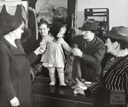 Wartime evacuees receiving clothing 1940