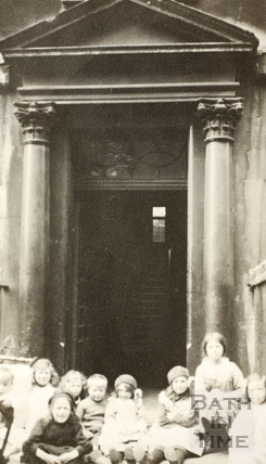 Children sit in a doorway, Westgate Buildings, Bath c.1915