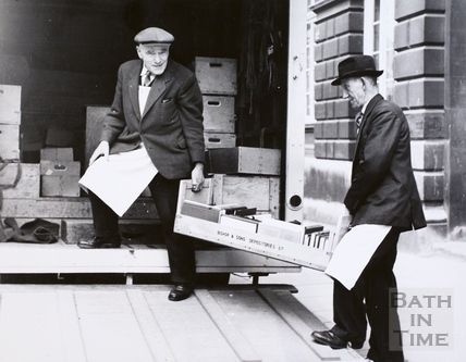 Moving the contents of Bath Reference Library to Queen Square premises, Bath 1964
