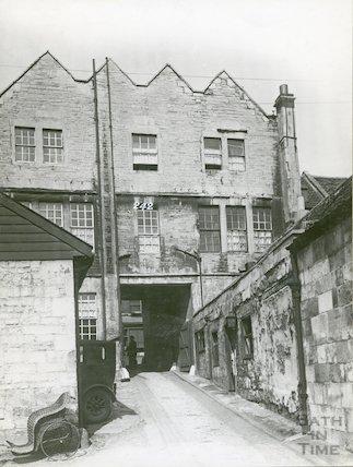 Three Cups Inn, formerly the Pelican, Walcot Street, c.1930s