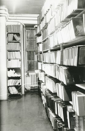 Reference Library, Queen Square - annuals room December, 1989 prior to move to Podium