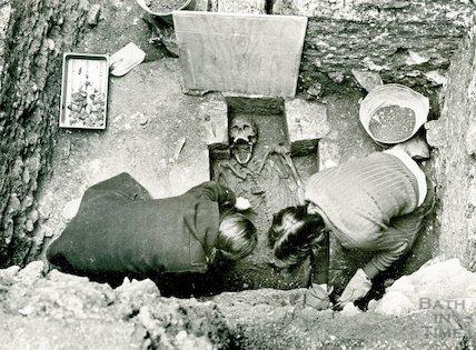 Uncovering a human skeleton in Orange Grove, Bath, November 1979