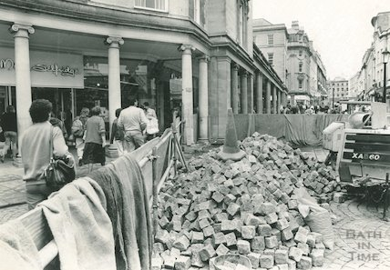 Cobbles being laid in Stall Street, Bath, 3 June 1988
