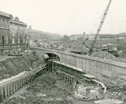Constructing the new Widcombe Bridge, Bath 1974
