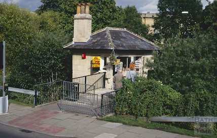 Kiosk at the end of the Halfpenny Bridge, Widcombe, September 1994