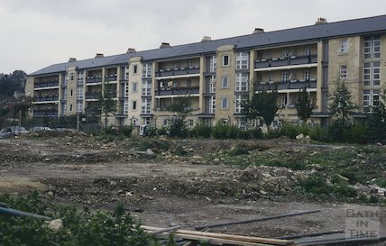 Milk Street after clearance and the rear of Kingsmead flats, October 1994