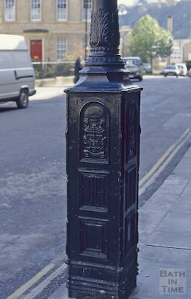 Adapted gas lamp, Westgate Buildings, November 1994