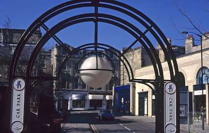 Saracen Street, Walcot, April 1995