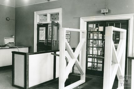 Vestibule Alarm Barrier, Reference Library, Queen Square, March 1990