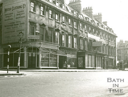 Motor Clothing Co, Princess Buildings, George Street, 1941