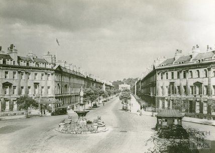 View up Great Pulteney Street showing taxi hut and fountain, c.1950