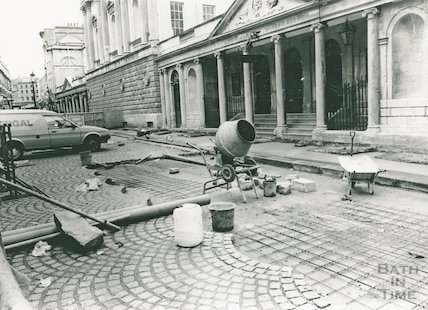Stall Street. Laying of cobble stones, 1988