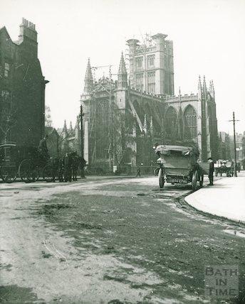 Car outside the Empire Hotel at Orange Grove, Bath, c.1906