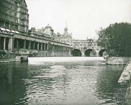 Pulteney Bridge, the Colonnade and weir under Newmarket Row , Bath, c.1906