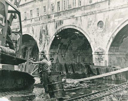 Building the new flood defences at Pulteney Bridge, Bath, 1971
