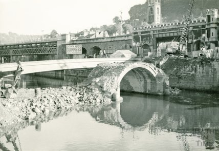 The demolition of the Old Bridge, Bath, 1964