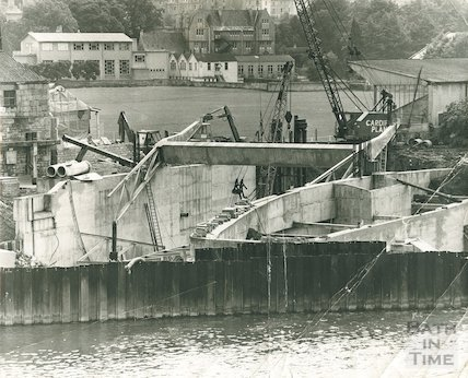 The construction of the flood barriers at the new weir at Pulteney Bridge, c.1968
