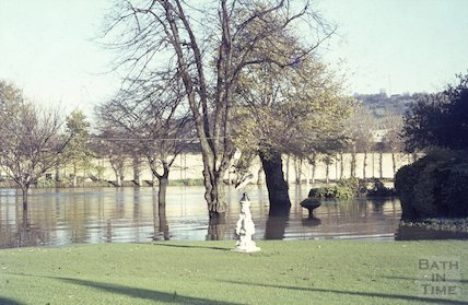 The Armilar sphere in Parade Gardens, Bath in flood, c.1963