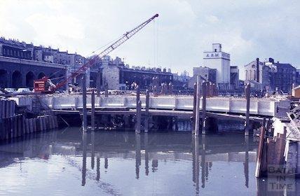 The building of Churchill Bridge, Bath, 1965