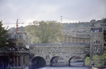Pulteney Bridge with the Beaufort Hotel (Hilton) under construction in the background, 1971