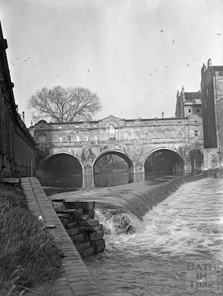 Pulteney Weir and Bridge, 3 January 1956