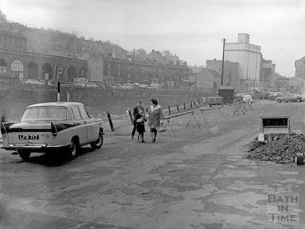 The riverside at Broad Quay, Bath, c.1957