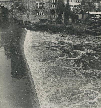 The old weir at Pulteney Bridge, c.1960s